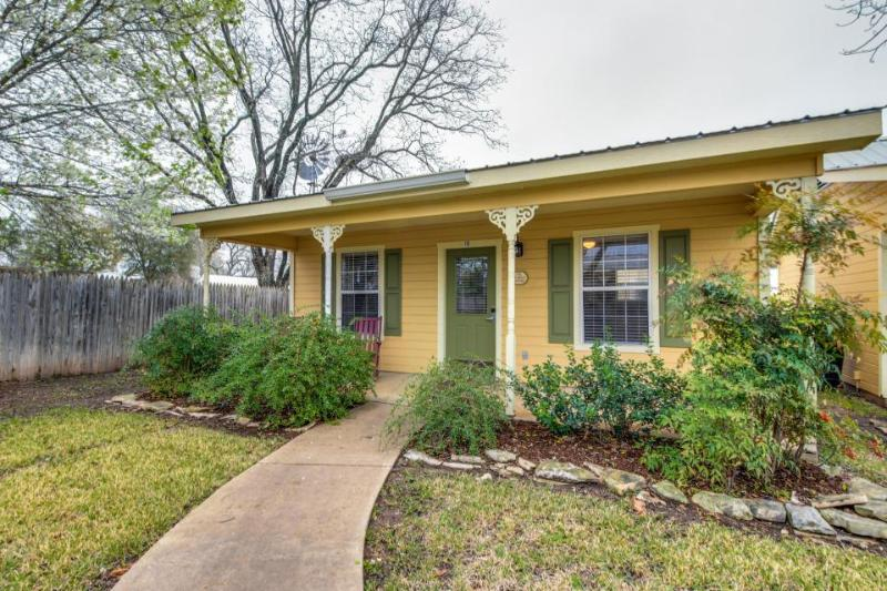 Romantic, cozy bungalow w/shared pool, hot tub & more - great location! - Image 1 - Fredericksburg - rentals