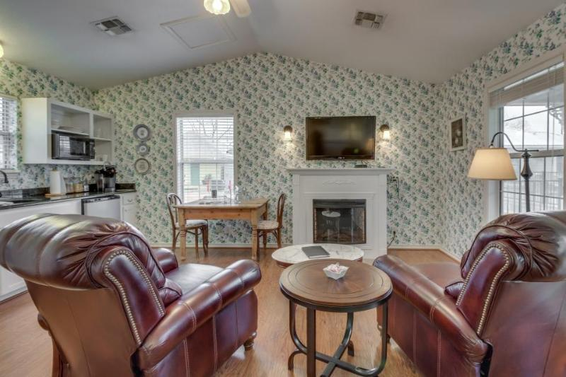 Stylish cottage w/ a jetted tub and a shared pool & hot tub, walk to everything! - Image 1 - Fredericksburg - rentals