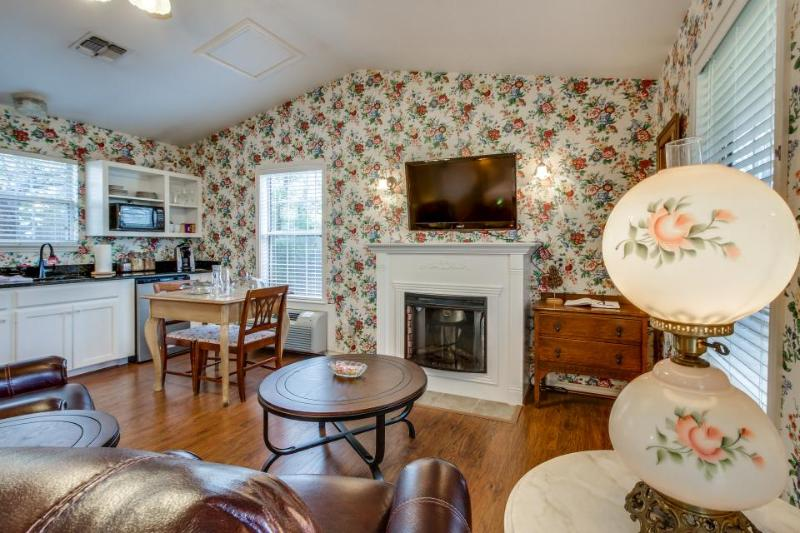Romantic bungalow with a Jacuzzi tub, prime location, and shared hot tub/pool! - Image 1 - Fredericksburg - rentals