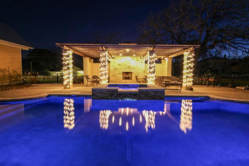 Luxurious king suite with a Jacuzzi tub & a shared pool and hot tub! - Image 1 - Fredericksburg - rentals