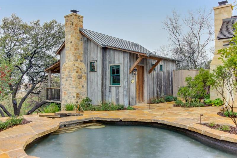 Beautiful cabin w/reclaimed wood details, private hot tub! - Image 1 - Fredericksburg - rentals