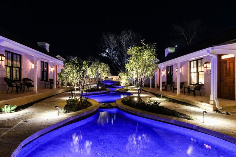 Private hot tubs, gardens & more - perfect for large groups! - Image 1 - Fredericksburg - rentals