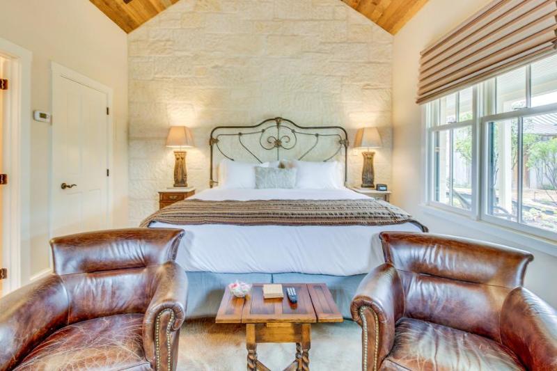 Luxury German-style cottage w/ private hot tub & gardens! - Image 1 - Fredericksburg - rentals