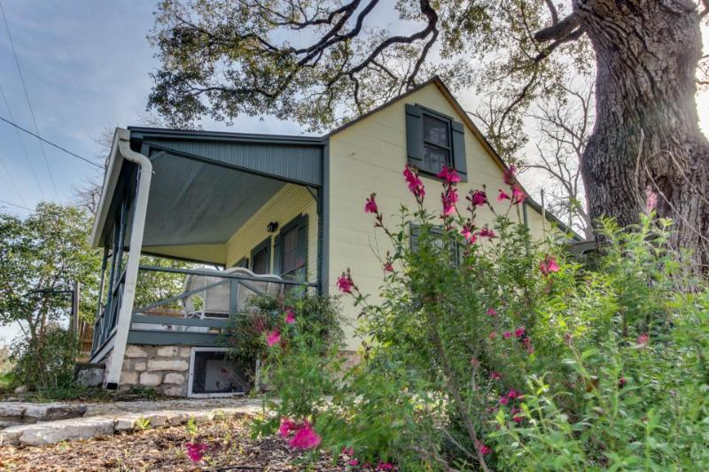 Charming historic cottage close to the heart of Fredericksburg - Image 1 - Fredericksburg - rentals
