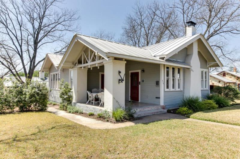 Historic craftsman circa 1923 - walk to wineries & downtown, antique decor! - Image 1 - Fredericksburg - rentals