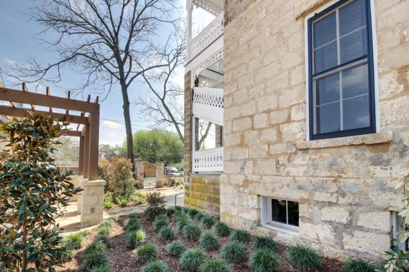 Romantic cottage in the heart of downtown Fredericksburg! - Image 1 - Fredericksburg - rentals