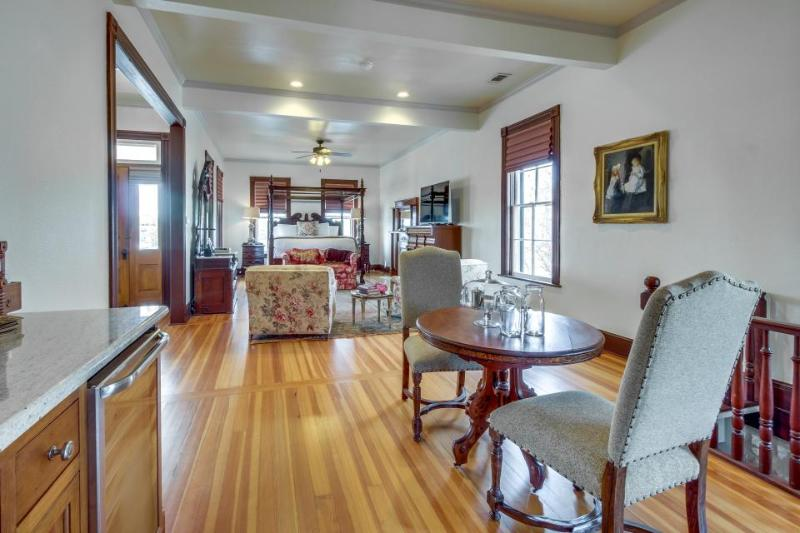 Beautiful romantic & historic suite right in downtown perfect for two! - Image 1 - Fredericksburg - rentals