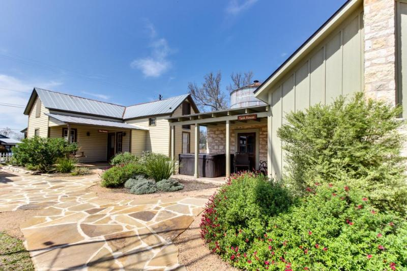 Romantic dog-friendly wine country cottage—near downtown! - Image 1 - Fredericksburg - rentals