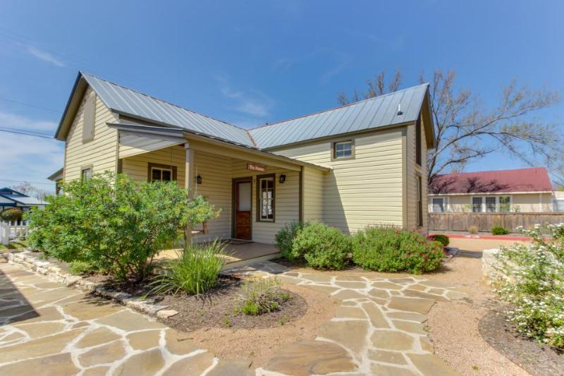 13 dog-friendly cottages on Main Street, w/private hot tubs - Image 1 - Fredericksburg - rentals