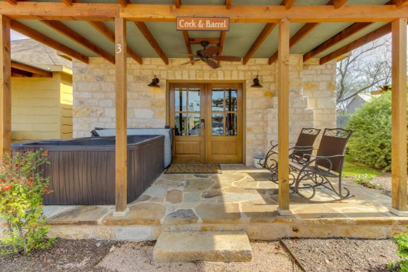 Romantic studio cottage with a private hot tub and fireplace - one dog welcome! - Image 1 - Fredericksburg - rentals