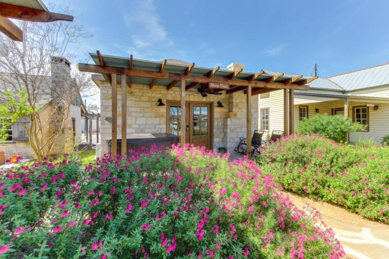 Dog-friendly cabin w/a private hot tub, wet bar, & more! - Image 1 - Fredericksburg - rentals