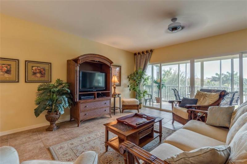 Bella Lago 531, 3 Bedrooms, Elevator, Heated Pool, Tennis, Gym, Sleeps 6 - Image 1 - Fort Myers Beach - rentals