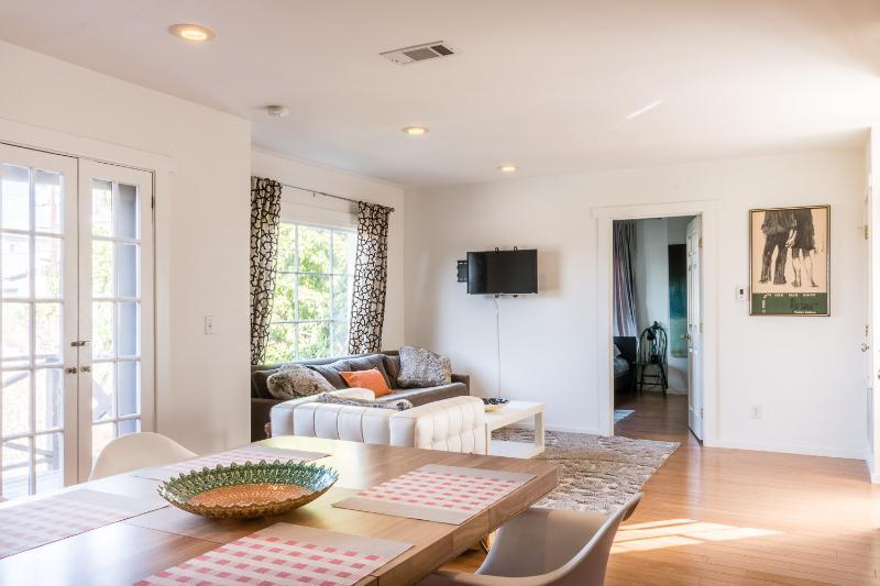 Bright 1 Bedroom Apartment in Silver Lake - Image 1 - Los Angeles - rentals