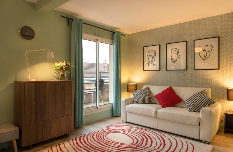 Homey 2 Bedroom Apartment in Latin Quarter - Image 1 - Paris - rentals