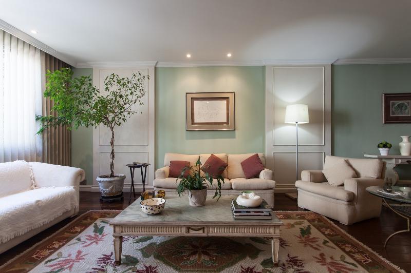 Classic 3 Bedroom Apartment Nestled in Leblon - Image 1 - Rio de Janeiro - rentals