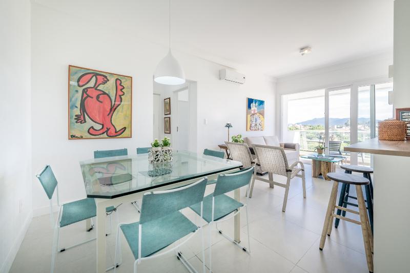 Modern 2 Bedroom Apartment in Lagoa - Image 1 - Florianopolis - rentals