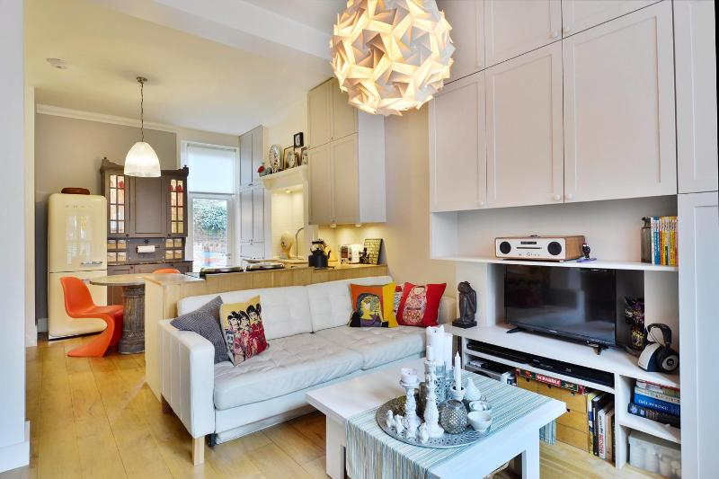 Unique & Vibrant 1 Bedroom in Vauxhall - Image 1 - London - rentals