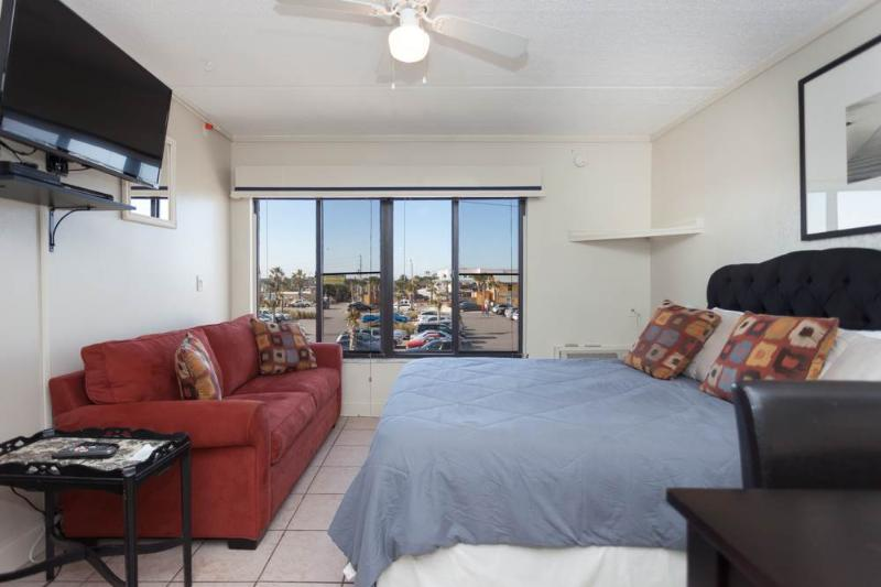 Beacher's Lodge 234, Studio, Pool, Sleeps 4 - Image 1 - Saint Augustine - rentals