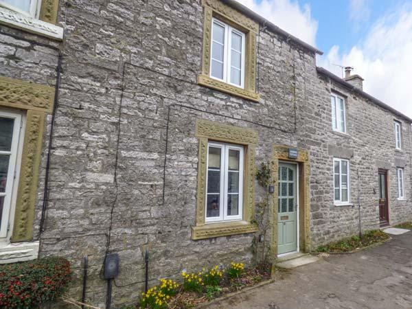 JASMINE COTTAGE, fantastic walks, lawned garden, woodburning stove, Monyash, Ref 922336 - Image 1 - Monyash - rentals