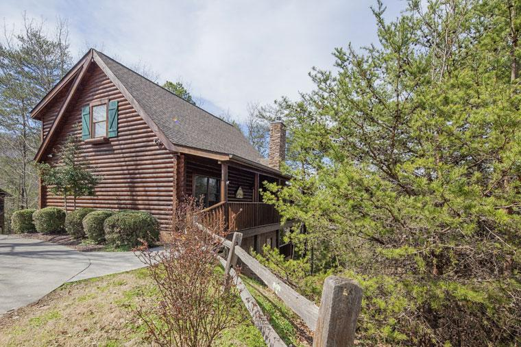 Luxury 5 BR Log Home 1 Mile from Parkway - Pigeon - Image 1 - Pigeon Forge - rentals