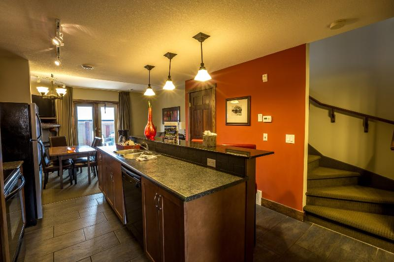 Beautifully decorated large living area, with stunning finishes - Canmore Fire Mountain Spacious 2 Bedroom Condo - Canmore - rentals