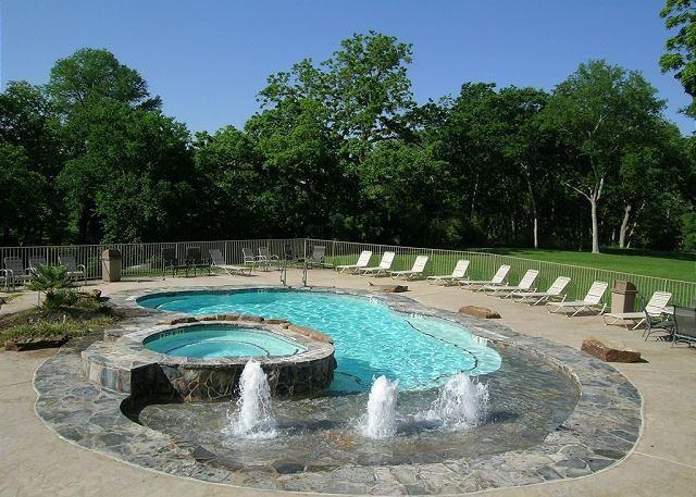 Riverside Pool and Hot Tub - Beautiful Guadalupe River hideaway only 6 blocks from SCHLITTERBAHN and COMAL - New Braunfels - rentals
