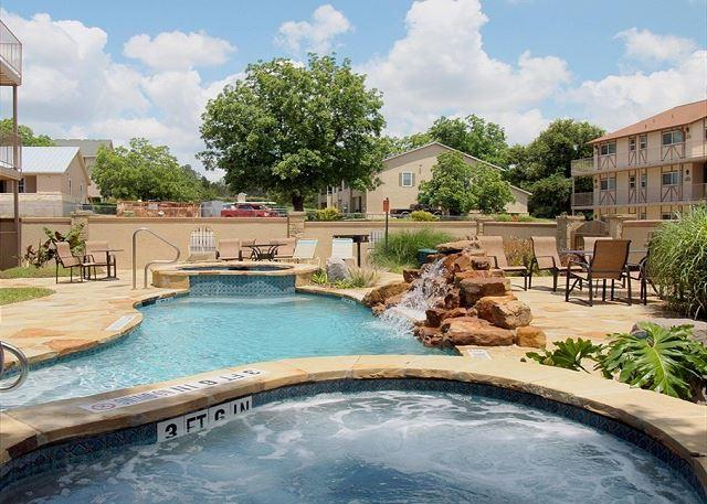 Courtyard Pool and Hot Tub - AFFORDABLE LUXURY Condo on Guadalupe near Comal & Schlitterbahn: Unit K-203 - New Braunfels - rentals