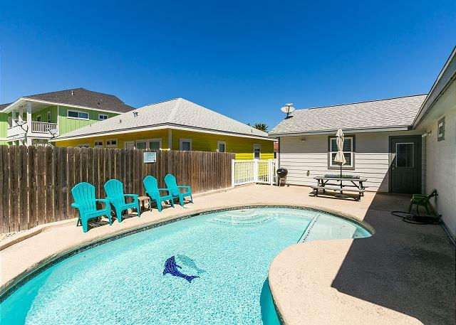 Private Pool - Diving Dolphin Pet Friendly Home!  Fully fenced in yard! Private Pool! - Port Aransas - rentals