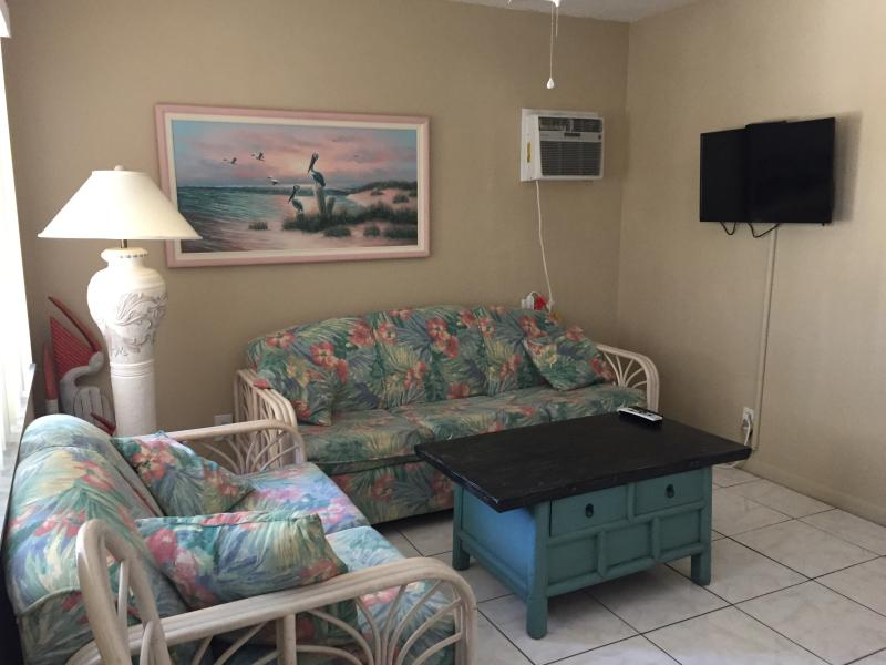 Just enough space for comfort! - Cozy and Clean, 1/2 Block from Beach and Fun - Fort Myers Beach - rentals