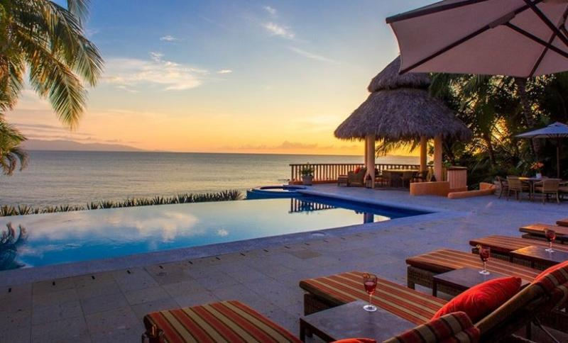 Oceanfront villa in El Farallon - Image 1 - La Cruz de Huanacaxtle - rentals