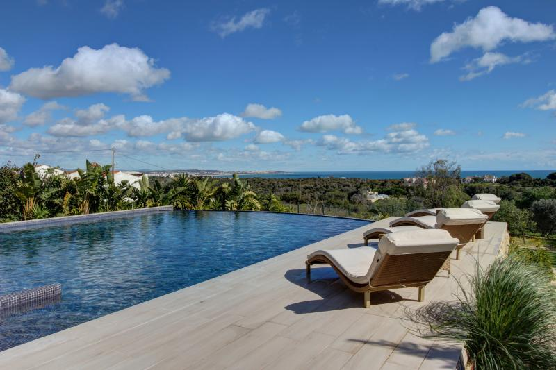 Newly built Ocean view 4 bdrm villa in Caramujeira - Image 1 - Carvoeiro - rentals