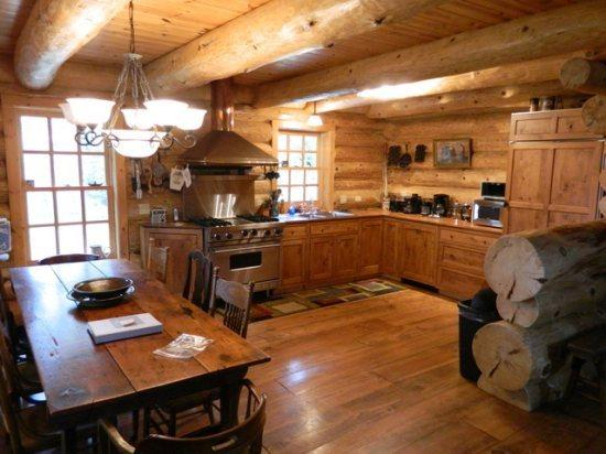 Spacious 3 story log home with open floor plan features colonial style kitchen - Eagles Nest Lodge: Stunning Log Home with Antique Accents and Extreme Privacy - Ely - rentals
