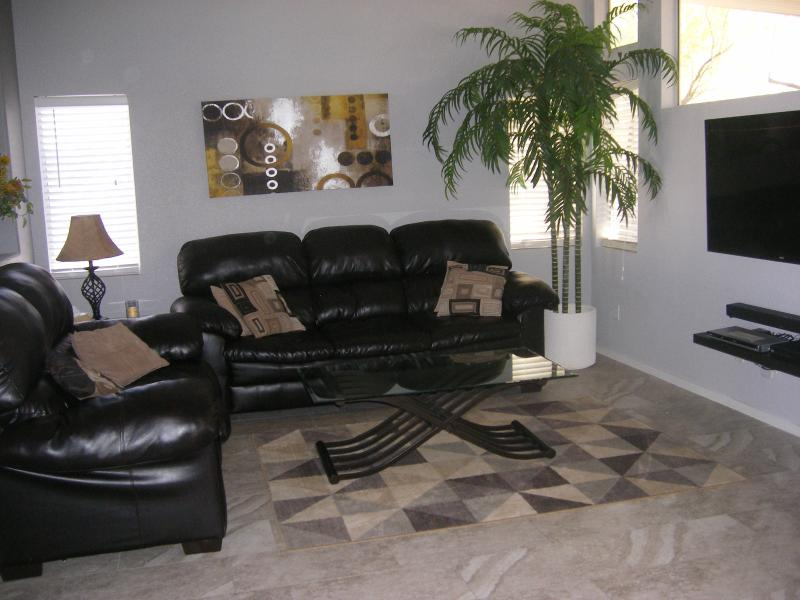 Living Area with 55: flat screen TV - GREAT BARGAIN  - BEAUTIFUL - COMFORTABLE HOME - Las Vegas - rentals