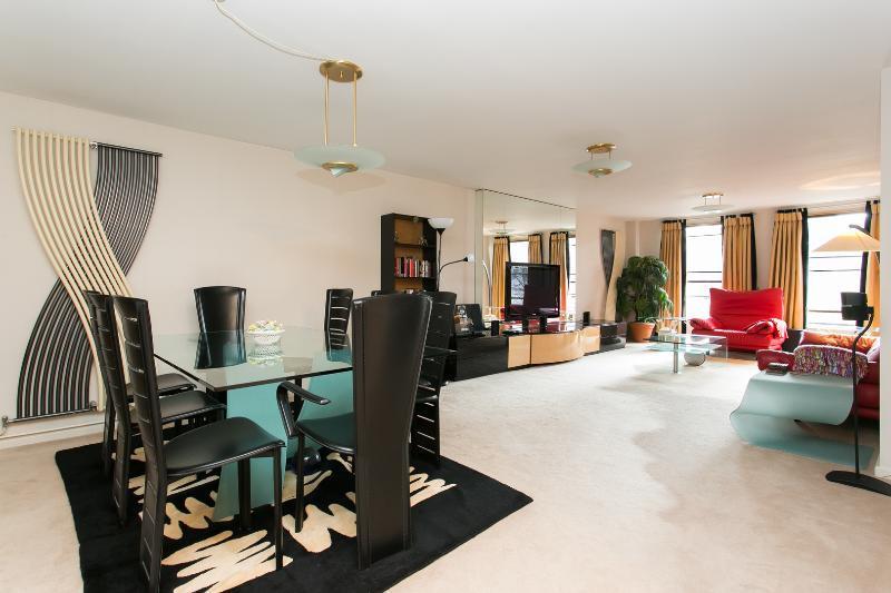 A sleek and spacious two-bedroom flat, a stone's throw from Kensington Gardens. - Image 1 - London - rentals