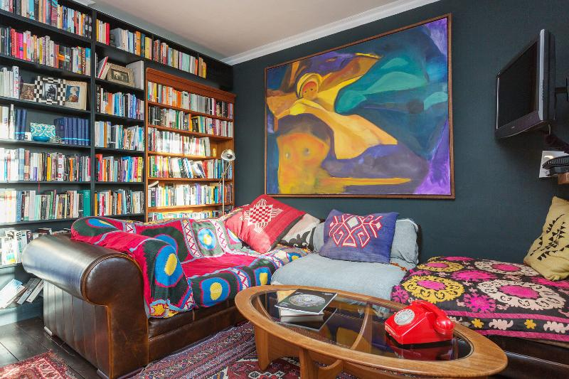 A colourful four-bedroom flat in West Hampstead. - Image 1 - London - rentals
