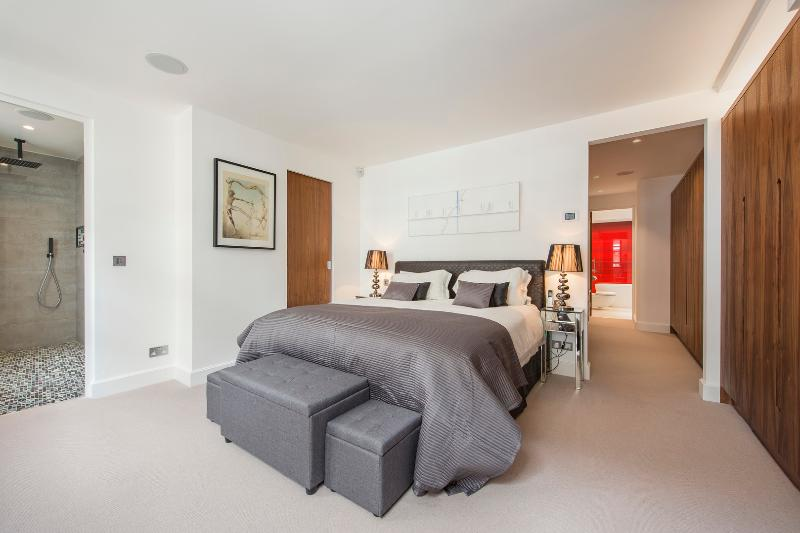 An extraordinary contemporary mews house in a quiet street in the heart of Kensington. - Image 1 - London - rentals