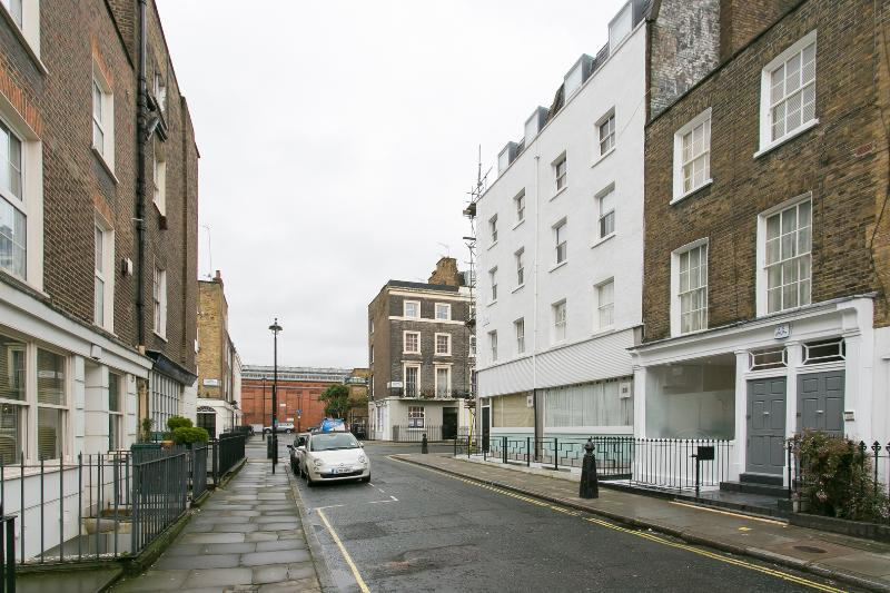 A bright and well-positioned one-bed apartment in desirable Marylebone. - Image 1 - London - rentals