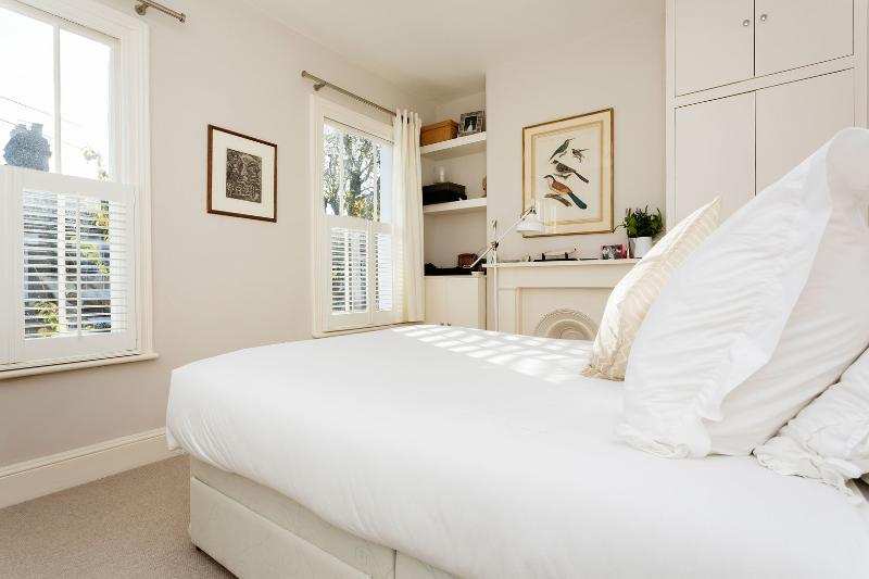 A cosy Victorian cottage in affluent Battersea. - Image 1 - London - rentals