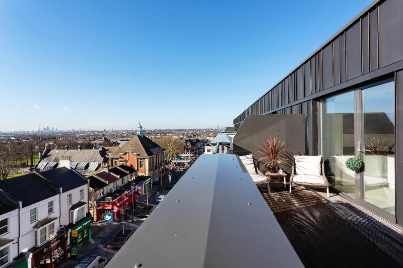 A smart one-bedroom apartment with fantastic City views in Walthamstow. - Image 1 - London - rentals