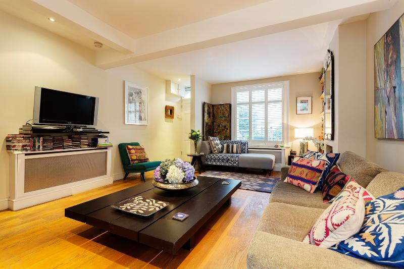 2 bed home with garden in the 'Little Chelsea' of Barnes - Image 1 - London - rentals