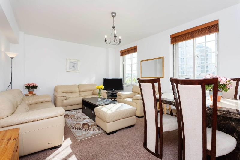 A light, two bedroom flat in desirable Chelsea. - Image 1 - London - rentals