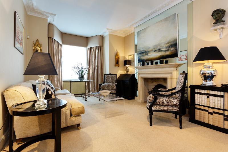 An immaculate and spacious five-bed house in Brook Green, near Kensington. - Image 1 - London - rentals