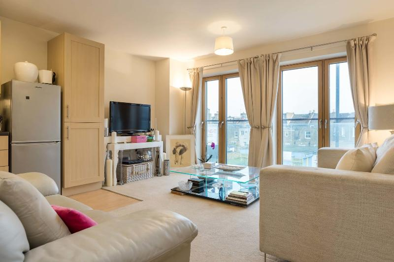 A modern two-bedroom apartment located a short walk from the station. - Image 1 - London - rentals