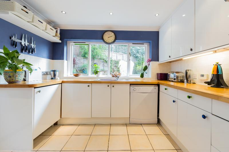 A beautiful and modern terraced house in Islington - Image 1 - Islington - rentals