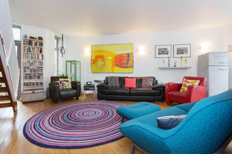 A colourful three-bed family home near Clissold Park. - Image 1 - London - rentals