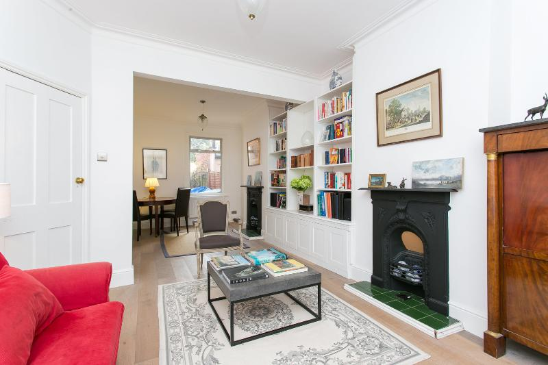Great family home on Stronsa Road, Shepherd's Bush - Image 1 - London - rentals