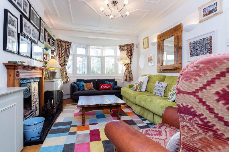 A stunning three-bedroom family home in Kensal Green. - Image 1 - London - rentals