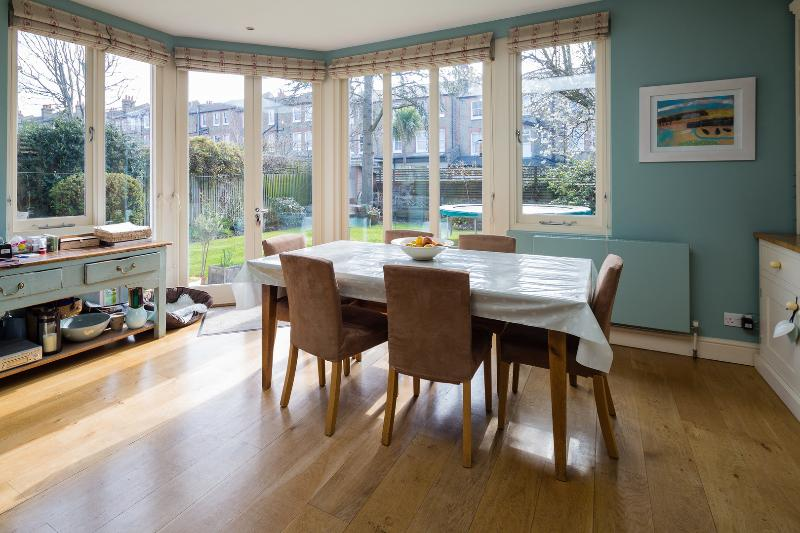 A spacious family home located in Balham, South-West London. - Image 1 - London - rentals