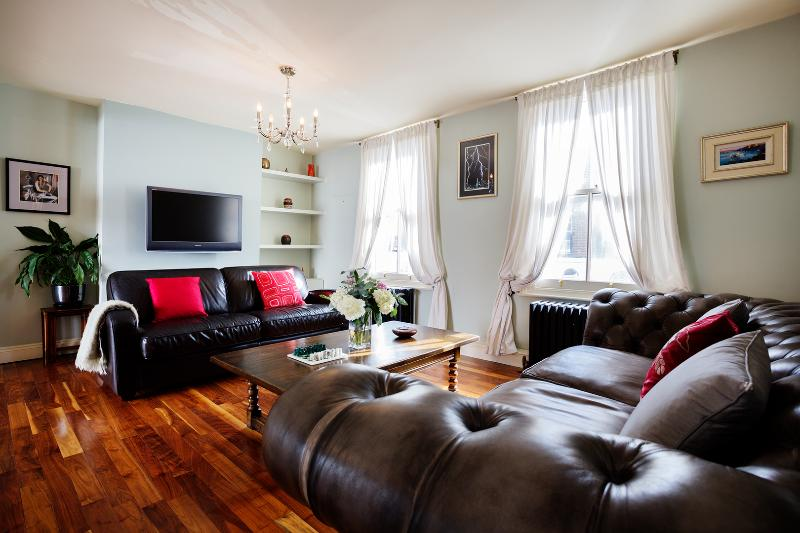 A stylish three-bed Victorian home. - Image 1 - London - rentals
