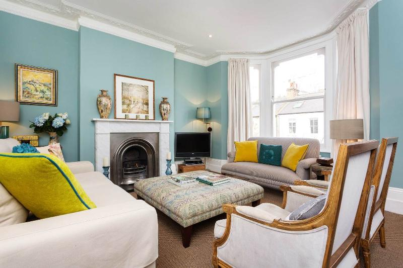 A well-designed five bed family home in the Brook Green/Shepherd's Bush area. - Image 1 - London - rentals